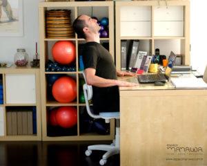 4 exercícios de Pilates que você pode fazer no trabalho - extensão torácica 2